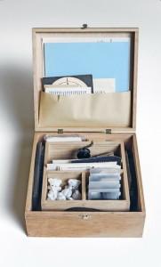 Fluksus godišnja kutija. Foto Saša Reljić