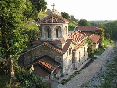 800px-Crkva_svete_Petke1